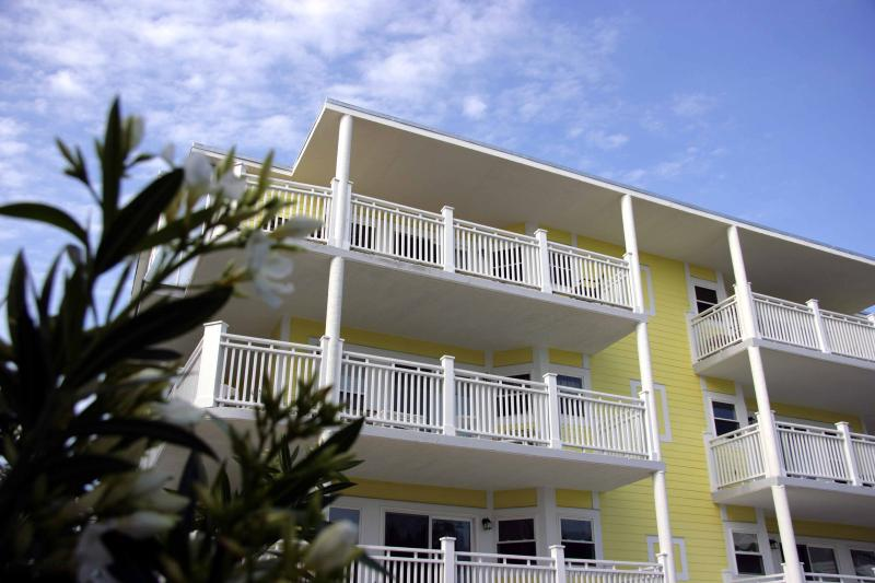 The Ocean View Condo, Steps to the beach - Image 1 - Tybee Island - rentals