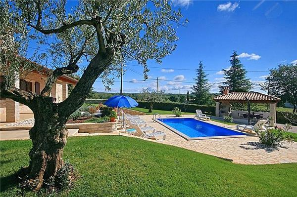 Newly renovated holiday house for 10 persons, with swimming pool , in Porec - Image 1 - Porec - rentals