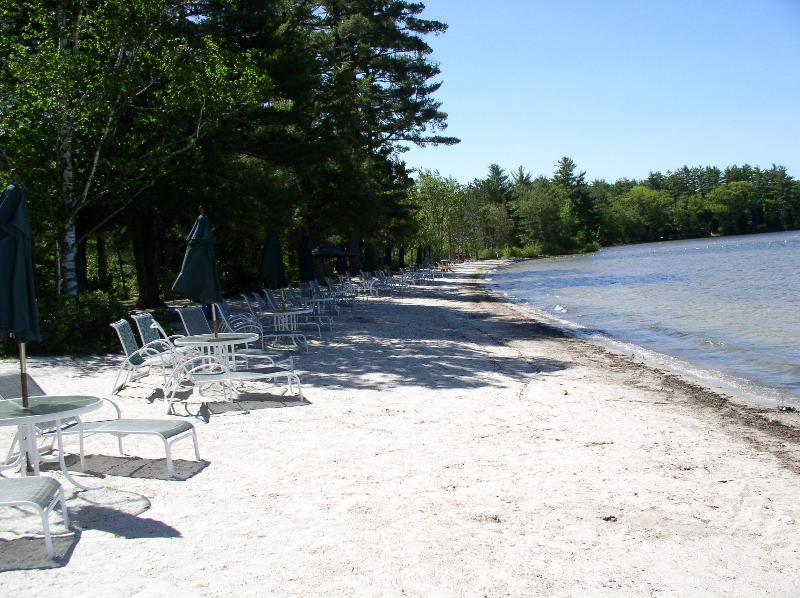 The beautiful white sand beach and shallow water - Cottage on Halfmoon Lake - Alton - rentals