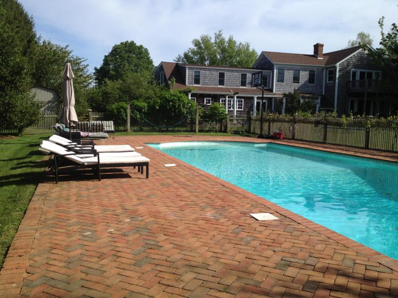 pool - SUNDRENCHED BRIDGEHAMPTON COUNTRY HOME - Bridgehampton - rentals