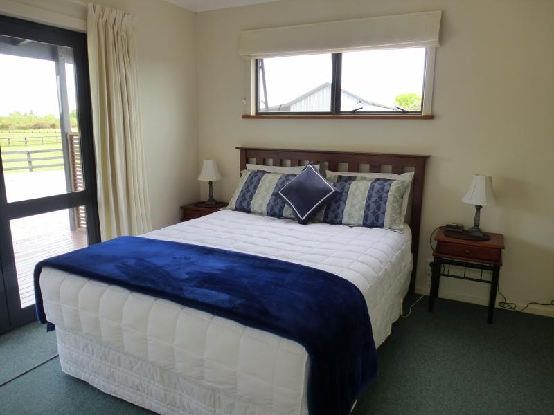 Master Bedroom - Queen Bed - 2 Bdrm Family Cottage - Cottages On St Andrews - Hastings - rentals
