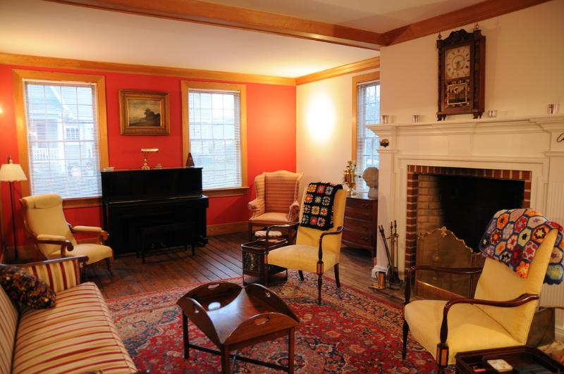 Elegant living room with piano and enormous fireplace - Beautiful Murray Hill Home (Annapolis) - Annapolis - rentals