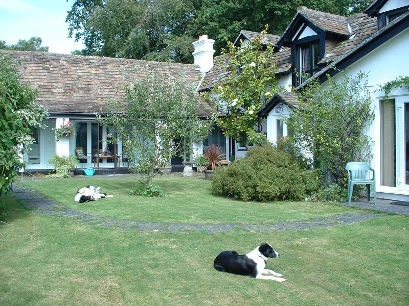Welcome to Purlins - Picturesque Conversion of Coach House and Stables - New Forest - rentals