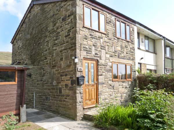 1 FELL SIDE, pet-friedly, wonderful views, great walking, family-friendly in Todmorden Ref. 8319 - Image 1 - Todmorden - rentals