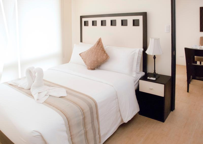 Masters Bedroom - Fully Furnished Suite Room Serviced Apartment - Manila - rentals