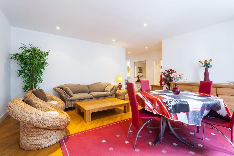 2 Bedroom Modern Apartment In Nice Centre - Image 1 - Nice - rentals