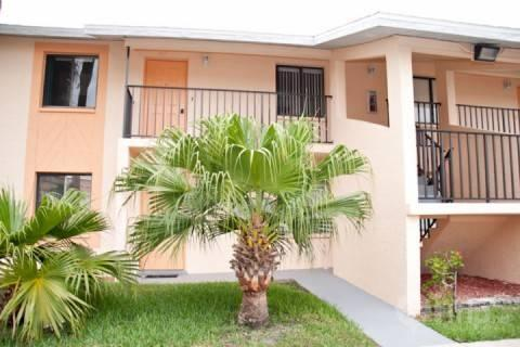 Outside of condo - Quaint 2 bedroom Condo with sparkling pool - Cape Coral - rentals
