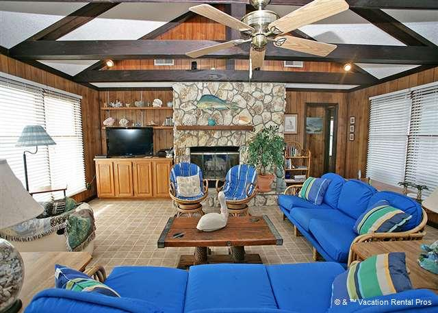 After a day on the beach, stay home and watch movies - Ocean's Edge, 4 Bedrooms, Ocean Front, Ponte Vedra Beach - Ponte Vedra Beach - rentals