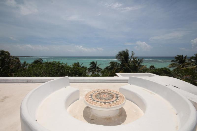 Spectacular Caribbean views from roof top includes round seating area and table. - Casa Texana - Luxurious beachfront villa with pool - South Akumal - rentals
