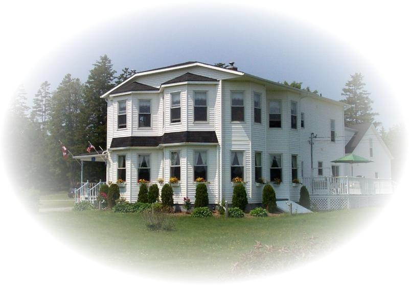 The Parrsboro mansion Inn - The Parrsboro Mansion Inn: Classic Citrus Room - Parrsboro - rentals