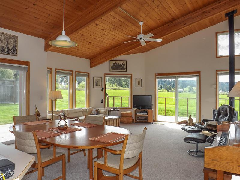 Condo in the Village #9 - Great Fisherman Bay View - Image 1 - Lopez Island - rentals