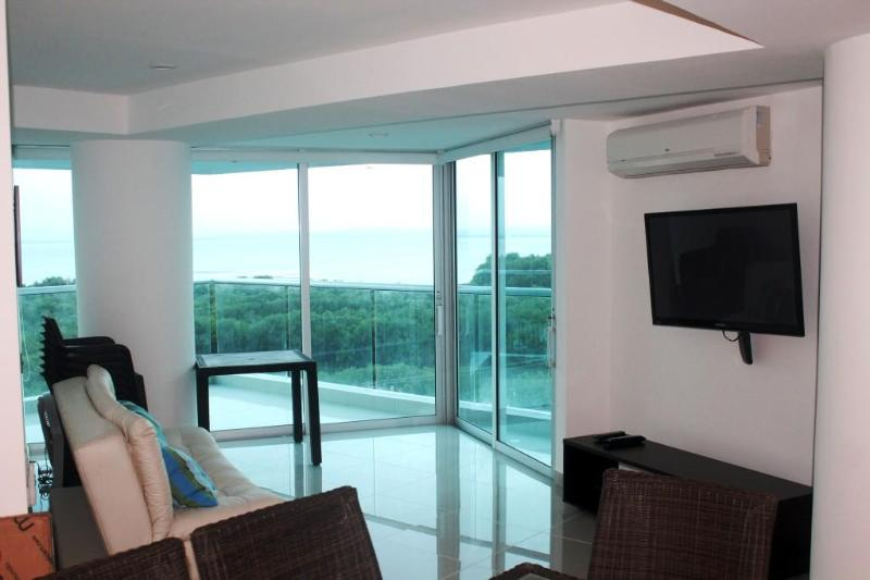 Living Room - Two bedroom condo, beach front. Luxury & comfort. - Cartagena - rentals