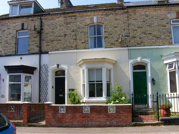 ROCKTON HOUSE, mid-terraced Victorian cottage, woodburner, yard with furniture and BBQ, in Whitby, Ref 25504 - Image 1 - Whitby - rentals