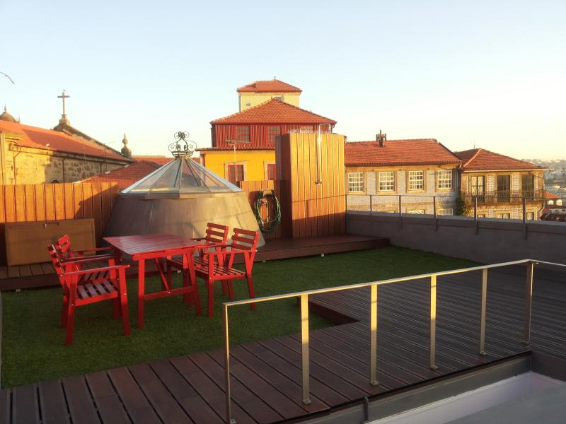 Super cool terrace! :) - * Top Floor Studio + Terrace in the Historic Centre! * - Porto - rentals