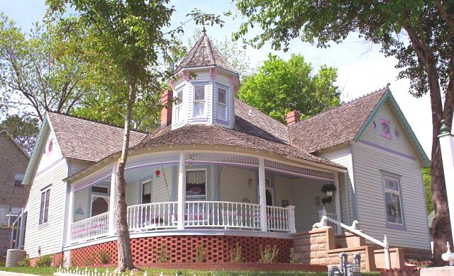 Warp around front porch - Queen Anne House Bed and Breakfast 1893 - Harrison - rentals