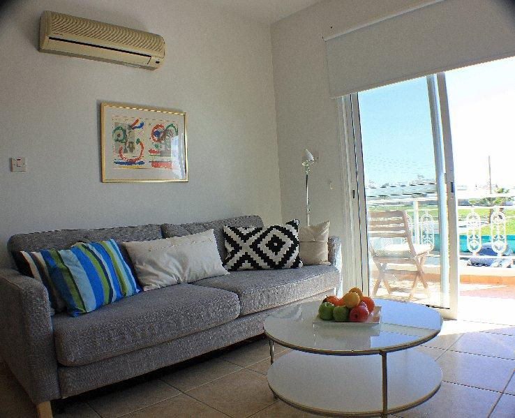 Living room with access to balcony - Wonderful 1 Bedroom apartment - Paphos - rentals