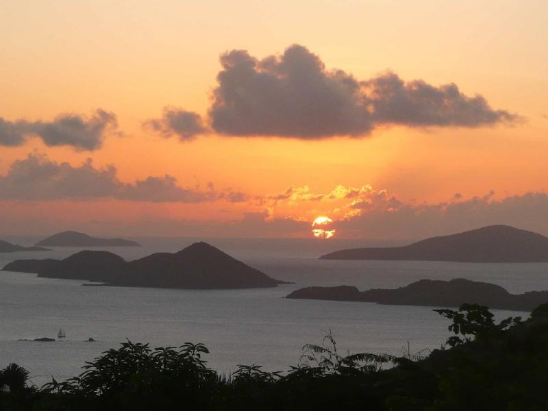 Summer sunset between Thatch Cay and Great Hans Lollik - Coconuts: Panoramic ocean views and sunsets - Saint John - rentals