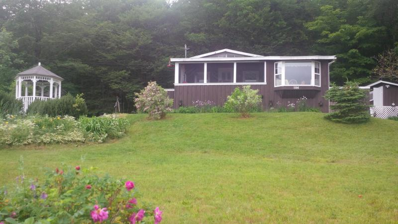 Charming Lake-view Cottage 25 min from Truro - Image 1 - Truro - rentals