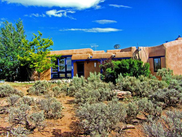 Authentic adobe construction nestled on a private setting of native sage with 360 degree views - Adobe de Artista 3 Bedroom - El Prado - rentals