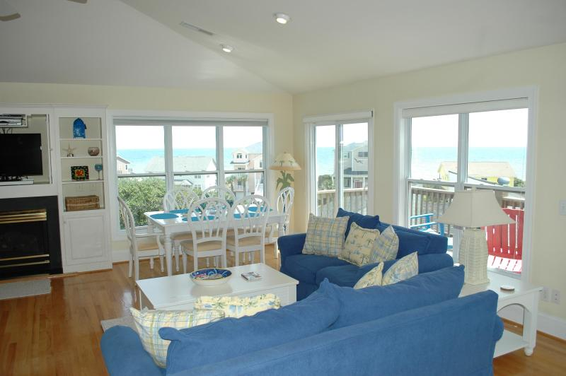 "Top Floor Living Room and Great Ocean Views - ""PERFECT MOMENTS"" Oceanview cottage, pool&elevator - Emerald Isle - rentals"