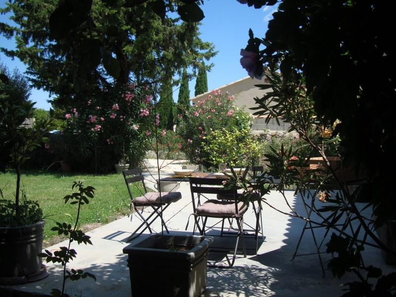 Garden  - Avignon countryside : Lovely fully independent apt with walled private garden in small wine making village. - Domazan - rentals