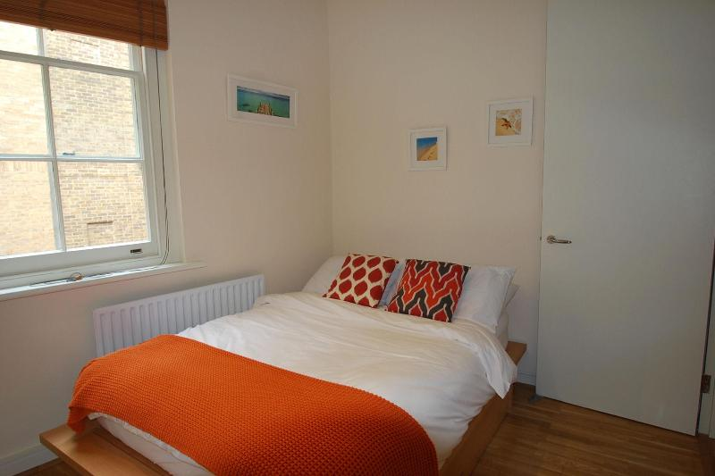 Cathedral Court bedroom - A simply Divine one bed at St Paul's Cathedral - London - rentals
