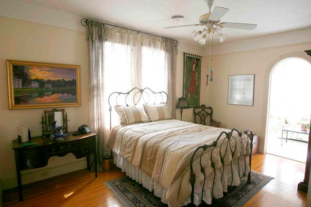 Guest Room with Queen Bed - The Laurel Bed and Breakfast - New Orleans - rentals