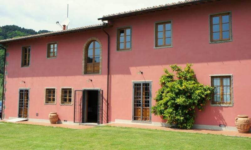 Luxury Hilltop Villa with wonderful panoramic view of Tuscan countryside and Medieval village - Image 1 - Colle di Buggiano - rentals