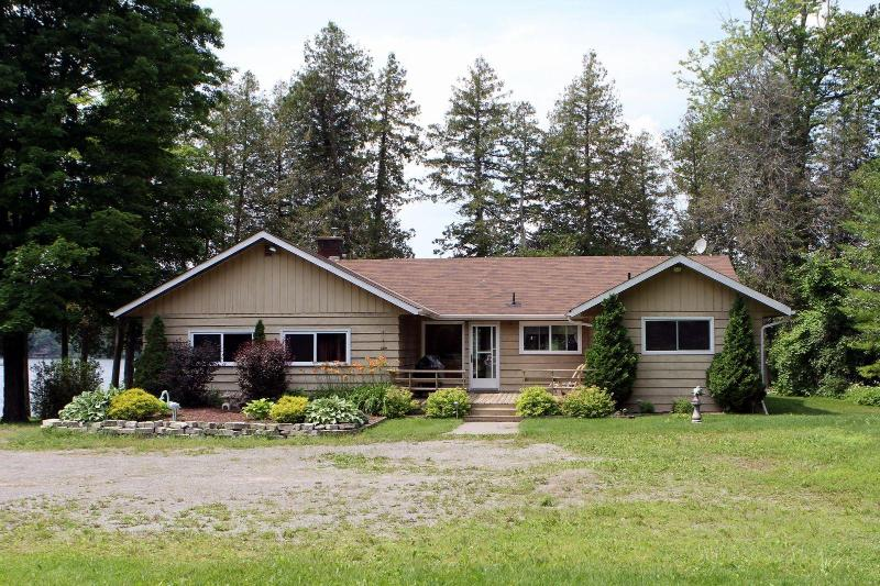 Front of Building - Luxury Waterfront Cottage for Rent - Stoney Lake - Kawartha Lakes - rentals