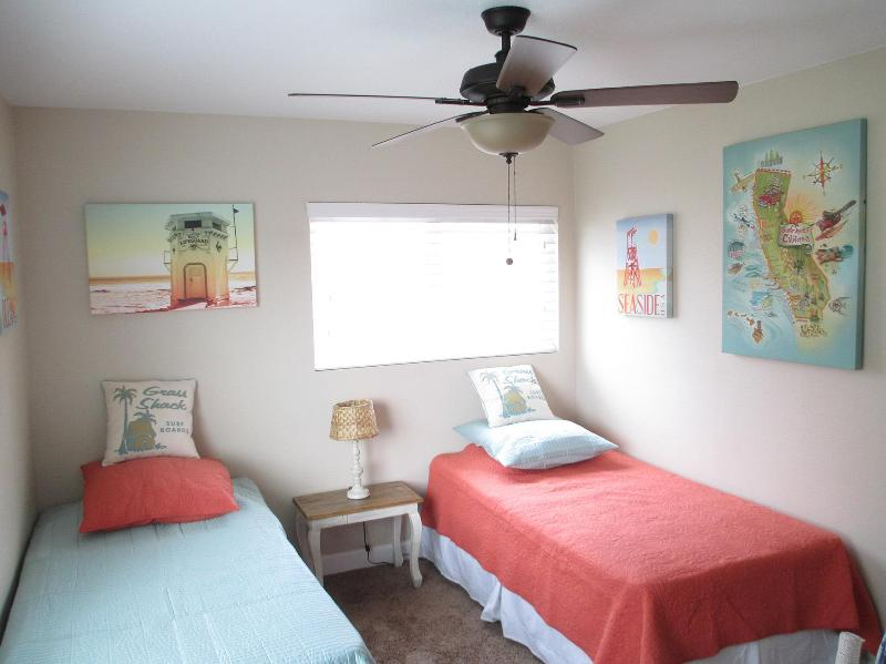 Guest Bedroom - 4 Bedroom House, Near Disney and Knotts in Anaheim - Anaheim - rentals