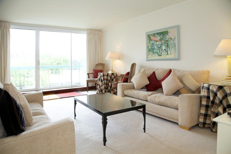 Living Room - Ropers Orchard, Chelsea, SW3. With River Views. - London - rentals