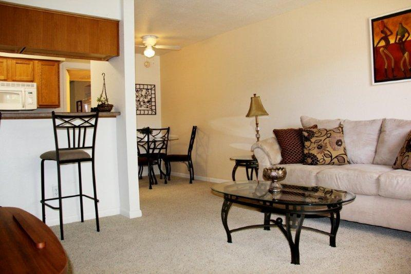 Open Plan lounge /dining room/kitchen - Escape to Sunny Scottsdale(minimum 90 day booking) - Scottsdale - rentals