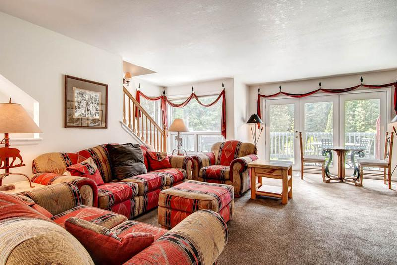 Living room faces the Blue River & Tree Line featuring a deck w/outdoor seating and gas grill - Spacious 4 Bedroom Townhome on the River-WalkToAll - Breckenridge - rentals