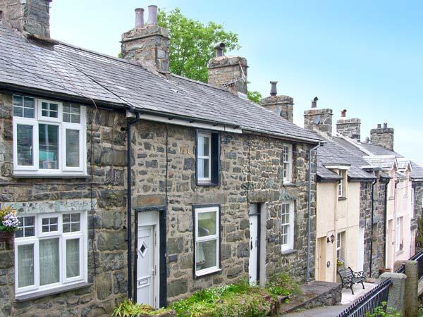 ERFYL, stone-built cottage, woodburner, walking distance to shops and pubs, in Harlech, Ref. 26771 - Image 1 - Harlech - rentals