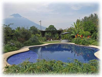 Colonial Oasis with swimmingpool & jacuzzi with gorgeous gardens - Image 1 - Antigua Guatemala - rentals