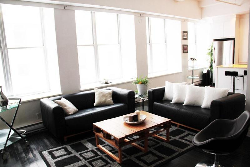 Living Room - Elegant,Professional,Private: The Heart of OLD MTL - Montreal - rentals
