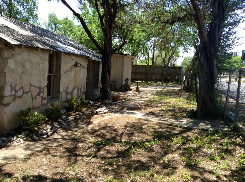 Completely Fenced in Yard! - !1/1 Huge Fenced Yard around whole home!  Hunt TX - Hunt - rentals
