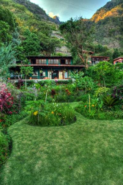 Front of house (Photo: Scott Umstattd) - Lake-front home Sta Cruz Atitlan - Santa Cruz La Laguna - rentals
