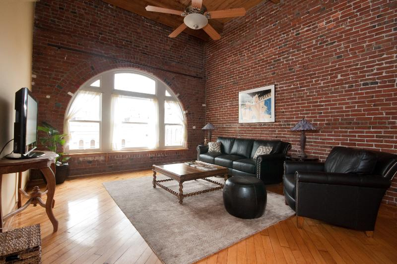 Penthouse in Historic District Close to Convention Center - Image 1 - Philadelphia - rentals