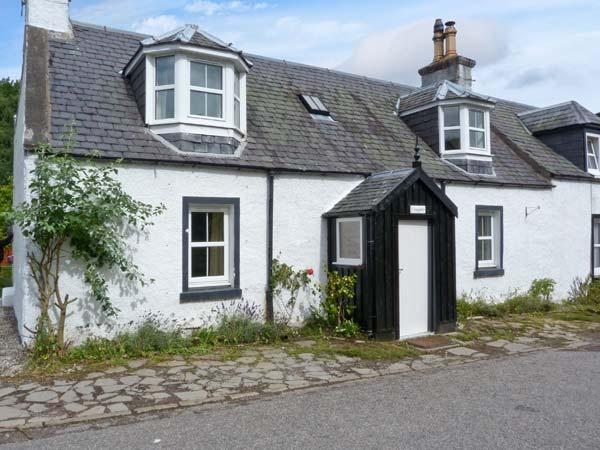 CRAIGWELL, open fire, pets welcome, within 1 mile of Loch Ness, in Drumnadrochit, Ref. 26782 - Image 1 - Scottish Highlands - rentals