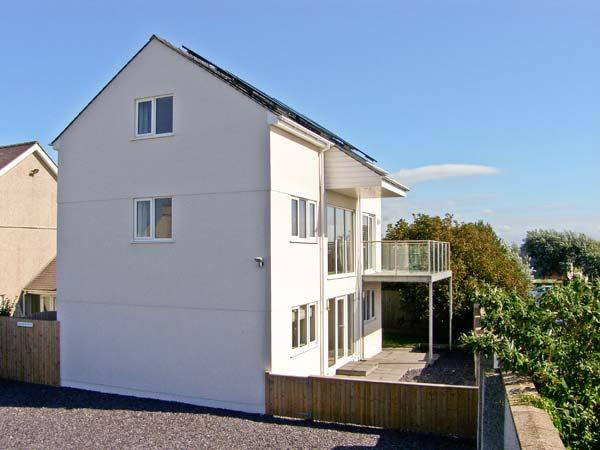 RHANDIR MWYN sea views, enclosed garden, pet-friendly, in Rhosneigr, Ref 27057 - Image 1 - Rhosneigr - rentals