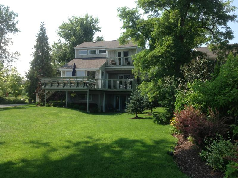 3 Levels of Waterfront views - Waterfront 5 Star Cottage with the comforts of Home - Ontario - rentals