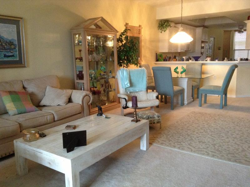 living area - Golfing Condo Near Beach And Amenities - Naples - rentals