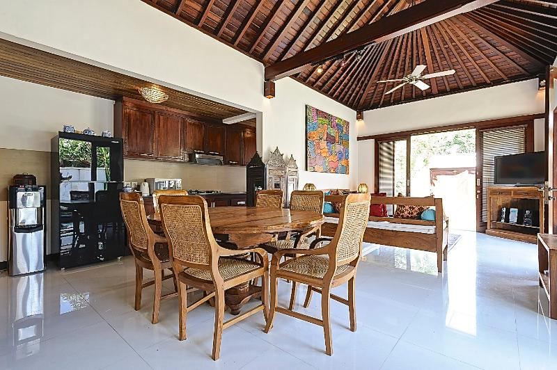 DINING LOUNGE ROOM IN 3 QUIET AND PEACEFUL 3 BEDROOM VILLA - Quiet and Peaceful 3 bedroom Villa with Garden and Pool and a short walk to the Beach. - Sanur - rentals