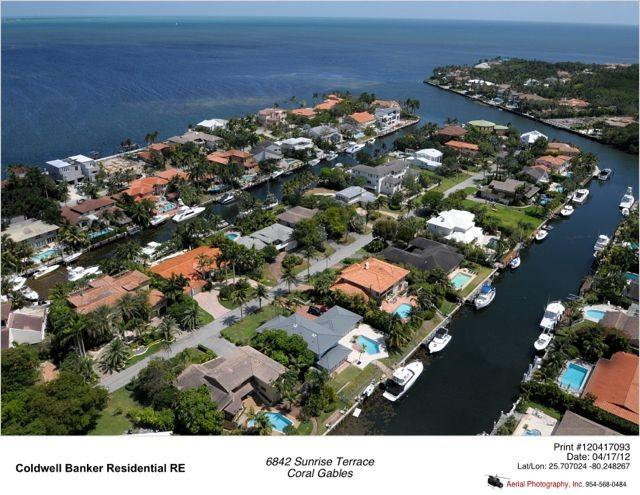 """AEREAL VIEW  - """"Villa 'The R House"""" EXCLUSIVE MODERN WATERFRONT HOUSE IN CORAL GABLES MIAMI. - Coral Gables - rentals"""