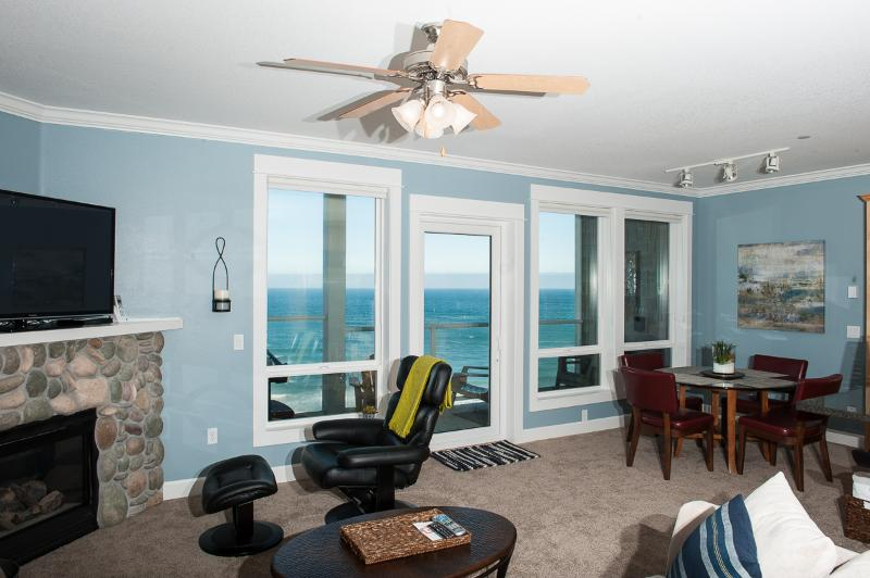 Amazing Top Floor Views - Book now at www.KeystoneVacationsOregon.com - Top Floor Oceanfront Condo-Hot Tub-Pool-WiFi-HDTV - Lincoln City - rentals