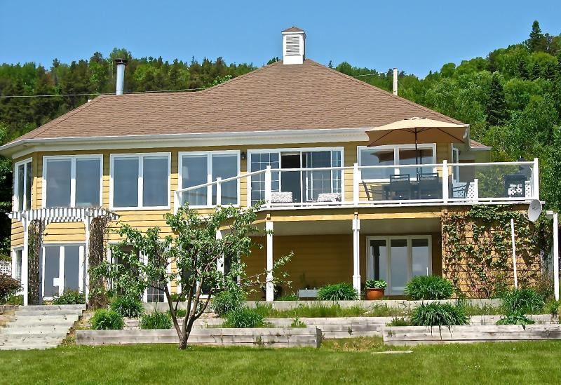 Facing the views - Ocean Breeze Cottage / Between Mountain and Sea - La Malbaie - rentals