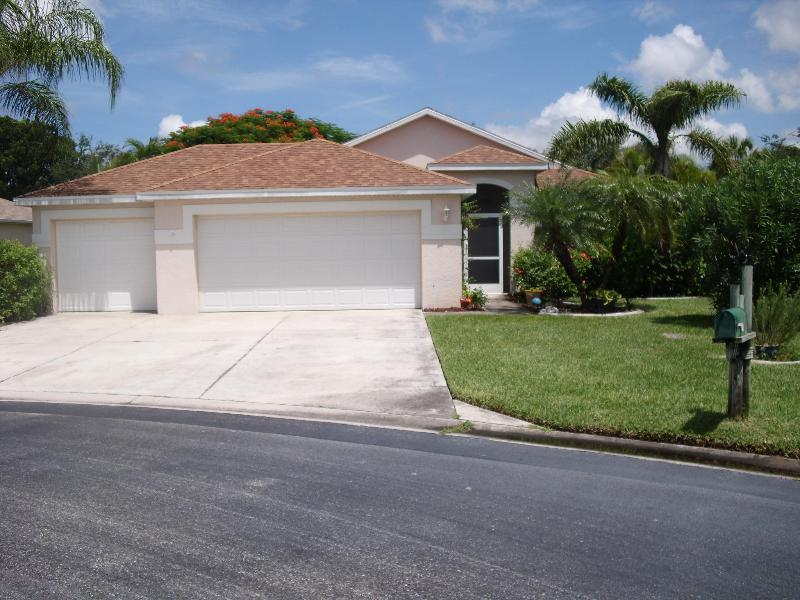 Beautiful pool home on cull de sac with fenced side yard for pets - Image 1 - Fort Myers - rentals