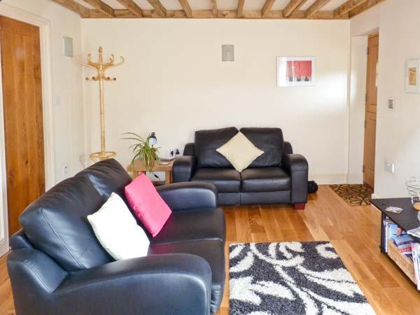 CANTIE'S COTTAGE, stable conversion, shared enclosed garden, off road parking, walks from door, near Hurstpierpoint, Ref 25401 - Image 1 - Hurstpierpoint - rentals