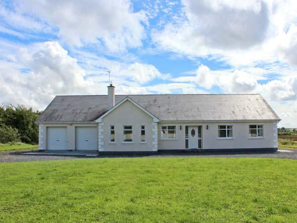 MEES HOUSE family-friendly, detached, off road parking, enclosed garden, in Co. Galway, Ref. 27514 - Image 1 - Galway - rentals